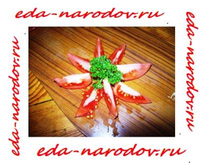 Нарезанные помидоры на салат