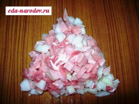 Фарш из рубленной свинины с луком
